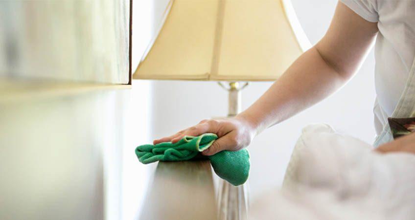 2. Asisten Rumah Tangga Anda Pulang Kampung Gunakan Saja Jasa Cleaning Service Rumah!